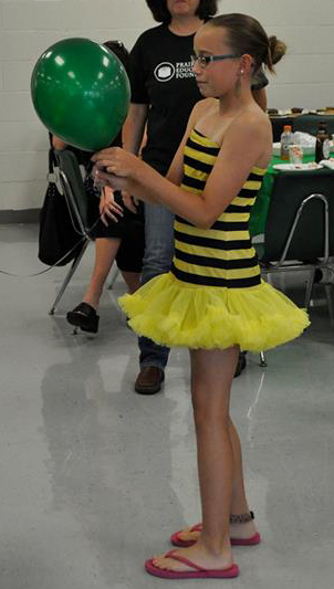 Liza Heide as the Queen Bee